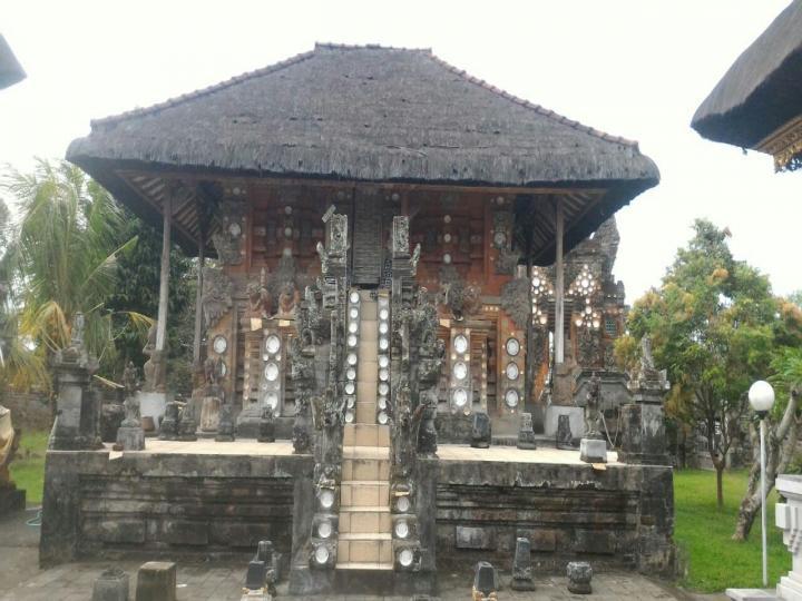 Gedong Ratu Pura Puseh Peguyangan