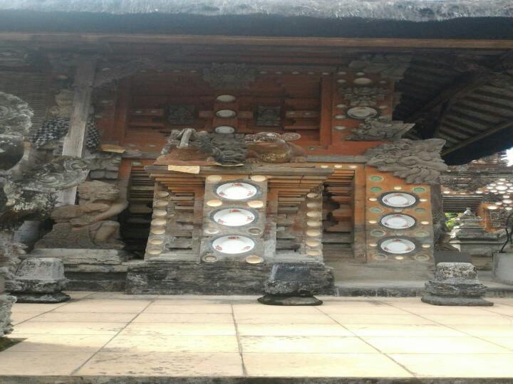 Arca Megalitik Pura Puseh Peguyangan